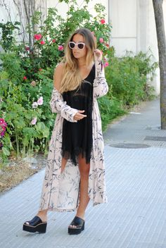 The lingerie trend. Floral print kimono. Chic summer outfit. Trendencies