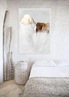 Veľký obraz Paperino. Obraz je zaujímavý svojim prevedením a zobrazením. Základ je maliarské bavlnené plátno na drevenom ráme v rozmere až 142x102cm. Tento obraz je vyhotovený vo farebnom prevedení s bielym okrajom. Môžete ho jednoducho zavesiť na stenu.  Rozmery obrazu: 142 cm x 102 cm x 4,5 cm Materiál: rám z masívneho dreva, bavlnené plátno New Experience, Mirror, Instagram Posts, Furniture, Home Decor, Decoration Home, Room Decor, Mirrors, Home Furnishings