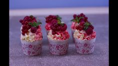 Рецепт капкейков с печеньем Oreo. Домашние кексы с сюрпризом внутри. Укр... Raspberry, Cheesecake, Fruit, Desserts, Youtube, Cupcake, Food, Tailgate Desserts, Deserts