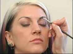 Eyebrow Makeup for a Natural Look