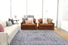 Rug Trend: Layering w/ Jute – Round Rugs Living Room Decor, Contemporary Rugs, Living Room Rug Placement, Textured Carpet, Layered Rugs, Round Rugs, Trending Decor, Pretty Living Room, Rugs In Living Room