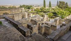 """JOAQUIN:   Se dice que hay entre sus filas   un sanguinario general que   destruyó la bella Medina Azahara,   la ciudad más bonita del mundo,   sin ningún miramiento.  Del guión de """"Miltrece, el Origen del Reino de Granada"""""""