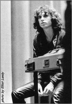 Image uploaded by Find images and videos about Jim Morrison and the doors on We Heart It - the app to get lost in what you love. Rock N Roll Baby, Rock And Roll, Jim Morison, Jimi Hendricks, The Doors Jim Morrison, The Doors Of Perception, Riders On The Storm, Idole, American Poets