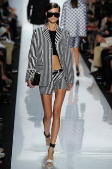 Short Suits Trend for This Summer news activation Fashion News, Fashion Outfits, Womens Fashion, Fashion Trends, Runway Fashion, Designer Handbags Outlet, Black And White Interior, White Chic, Short Suit