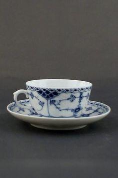 Blaue Spitzenverzierte Tasse & Untertasse von Royal Copenhagen