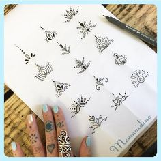 Finger Tattoo Designs, Henna Finger Tattoo, Mehndi Tattoo, Henna Tattoo Designs Simple, Cute Finger Tattoos, Finger Tattoo For Women, Toe Tattoos, Hand Tattoos, Sleeve Tattoos