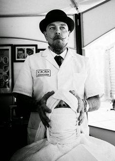 .Estilo Retrô Rock.: Barbeiros vintagers e a história sinistra dos postes de barbearia
