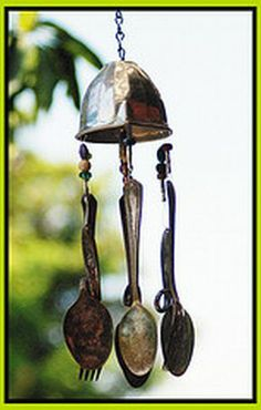 windchime made of old silverware, this is probably quite easy to make I love windchimes - plus they help keep the deer out of my gardens Cutlery Art, Spoon Art, Diy Wind Chimes, Recycled Garden, Garden Deco, Junk Art, Outdoor Sculpture, Camping Crafts, Shell Crafts