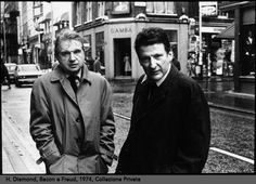 Lucian Freud on Francis Bacon In conversation with Sebastian Smee and David Dawson Francis Bacon and Lucien Freud in Soho, Photograph by Harry Diamond DD: When did you meet Francis Bacon? Lucian Freud, Sigmund Freud, Francis Bacon, Georges Braque, Famous Artists, Great Artists, Frank Auerbach, Photo Portrait, Dating