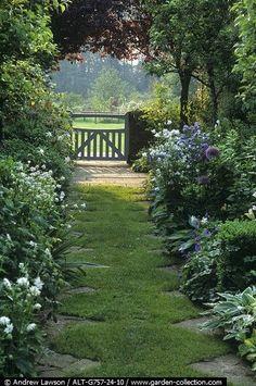 Gartenweg, Teich, Landhaus, Schattengarten, Traumgarten, Gartenideen,  Gartenanlage, Gärten