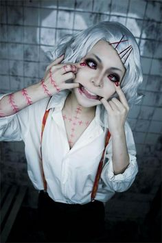 Anime Cosplay From Tokyo Ghoul I guess. Edit: I've been informed that this lovely smile belongs to Juzo Suzuya from Tokyo Ghoul Cosplay Anime, Juuzou Cosplay, Epic Cosplay, Cute Cosplay, Amazing Cosplay, Cosplay Outfits, Halloween Cosplay, Inuyasha Cosplay, Anime Halloween