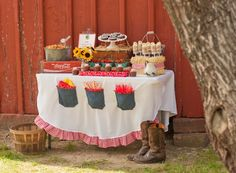Barnyard Buddies Brunch  {via Piggy Bank Parties with Giggles Galore, In Flight, Dreamin' N Details & Aimee Broussard Events}