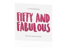 Fifty and Fabulous, en zo is het precies! Gezellige uitnodiging met witte achtergrond en roze glitterletters. Maak het af door te kiezen voor een roze envelop.