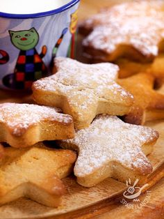 Stars and stars with gingerbread Sweet Recipes, Gingerbread, Biscuits, Sweets, Cookies, Desserts, Stars, Food, Bakken