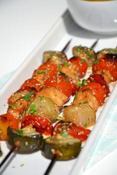 Brochettes de légumes et tofu à l'indienne {lait de coco, coriandre & sésame} http://www.lesrecettesdejuliette.fr