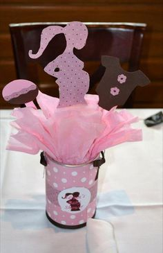 Baby Shower Centerpiece, cut onesies and Deer outlines, wrap soup cans with camo paper & pink ribbon? Fiesta Baby Shower, Baby Shower Signs, Baby Shower Fun, Baby Shower Favors, Shower Party, Baby Shower Parties, Baby Boy Shower, Mesas Para Baby Shower, Baby Shower Crafts