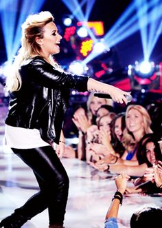 "Demi Lovato ""Made In The USA"" live on the 2013 Teen choice awards :))"