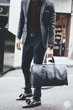 Men's Fashion - Louis Vuitton carbon keepall perfect for a week-end escapade Fashion Moda, Mens Fashion, Fashion Tips, Looks Style, My Style, Casual Outfits, Cute Outfits, Elegantes Outfit, Well Dressed Men