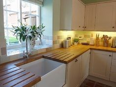 Belfast sink with wooden kitchen worktop