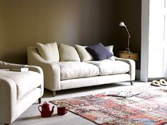The Oscar sofa, being extra deep, is perfect for laid-back loafing. Available in a range of sizes & colours, it's ideal for horizontal living. London Living Room, Living Room Sofa, Chesterfield Style Sofa, Loaf Sofa, Thatched House, Love Seat, Colours, Couch, Inspiration
