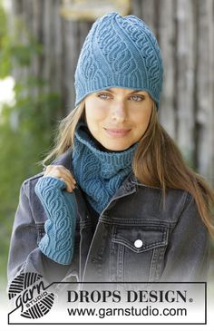 Winter twist / DROPS - free knitting patterns by DROPS design Knitted hat Knitted collar scarf Knitted wrist warmers Always aspired to figure out how to knit, nevertheless unsure the. Snood Knitting Pattern, Knit Headband Pattern, Knitting Patterns Free, Free Knitting, Crochet Patterns, Drops Design, Laine Drops, Lace Headbands, Wrist Warmers