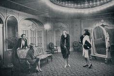 Berlin, Modesalon Gerson, Manequins zeigen privaten Kundin die Neuesten Modelle, 1927.