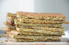 Platbrood van groente: de vervanger voor het sneetje brood! Clean Recipes, Veggie Recipes, Low Carb Recipes, Paleo Recipes, Vegetable Bread, Enjoy Your Meal, Paleo Bread, Love Food, Healthy Snacks