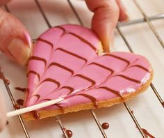 """How to decorate """"marbled"""" heart cookies--beautiful yet easy."""