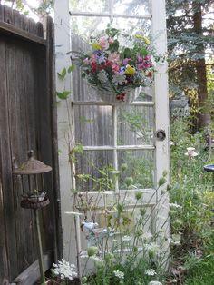 "Bernideen's Tea Time Blog: MAKING A FRESH FLORAL WALL BASKET FOR ""OPEN HOUSE"""