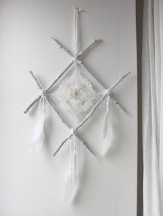 wall hanging rune viking white wood feather, lace and quartz point. Twig Crafts, Wiccan Crafts, Nature Crafts, Diy And Crafts, Arts And Crafts, Rune Viking, Wood Feather, Book Of Shadows, Runes