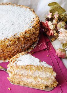 Torta deliziosa napoletana alle nocciole e crema vickyart arte in cucina Italian Cake, Italian Desserts, Italian Recipes, Torta Pompadour, Pie Dessert, Dessert Recipes, Bakery Recipes, Cooking Recipes, Super Torte
