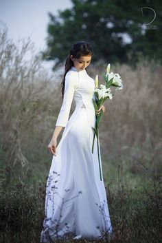 The Beautiful Simplicity Of Traditional Vietnamese Ao Dai