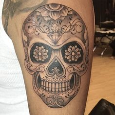Thank you eric sugarskull tattoo tatuaje dayofthedead delfindaniel bookoflifetattooshop mexican cranium tattoos Skull Candy Tattoo, Mexican Skull Tattoos, Candy Skulls, Tattoo Crane, Chicanas Tattoo, Cover Tattoo, Tattoo Shop, Tattoo Life, Rose Tattoos