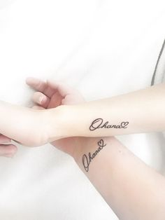 Ohana means family Cousin Tattoos, Girly Tattoos, Tattoos For Daughters, Sister Tattoos, Pretty Tattoos, Tattoos For Guys, Friend Tattoos, Meaningful Tattoos For Family, Family Tattoos