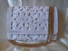 Pochette - tutorial passo passo per realizzarla - Crochet pochette Free Crochet Bag, Crochet Shell Stitch, Crochet Tote, Crochet Handbags, Crochet Purses, Love Crochet, Filet Crochet, Crochet Flower Patterns, Purse Patterns