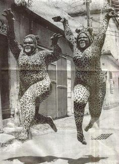 Jumping cats in Rio de Janeiro Vintage Photography, White Photography, Funny Photography, Tanz Poster, Tableaux Vivants, Image Chat, Mode Outfits, Old Photos, Beautiful People