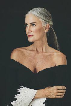 Beautiful Old Woman, Beautiful People, Silver Haired Beauties, Stylish Older Women, Makeup For Older Women, Style Feminin, Hairstyles Over 50, Grown Women, Ageless Beauty