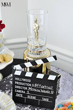 Cute centerpiece and decoration ideas for an Oscar-viewing or Hollywood-themed party.