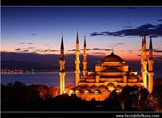 Turkey – Brand New Day over The Blue Mosque (Sultan Ahmet Camii) in Istanbul