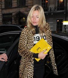 Kate Moss con el clutch Sunshine Gloucester Croco de su colección de la próxima primavera para Longchamp. ¡me lo pido! Y mas bolsos que nos quitarán el sueño el lovelygram.com