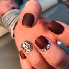 15 best gold nails designs for fall page 5 of 14 gold nail red check out these do it yourself trendy nail designs for short nails we know solutioingenieria Choice Image