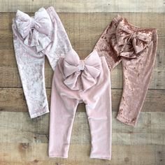 These bow leggings will look adorable on any little girl! These leggings are super soft and the bow is plush so that your child is comfy all through the day. Toddler Leggings, Girls In Leggings, Cheap Leggings, Girls Pants, Toddler Outfits, Kids Outfits, Kids Fashion, Fashion Outfits, Dresses Kids Girl