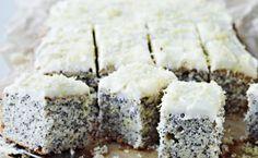 Frisk og dejlig kage med knas i. Den bløde, syrlige glasur gi'r prikken over i et. Skær den i ikke for store stykker – du vil føle dig tilfreds alligevel