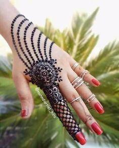 amazing chain pattern mehndi design for finger #mehndi #mehndidesign #henna #hennadesign #hennatattoo #hennaart #mehndiart #mehendidesign #mehndidesignforhand