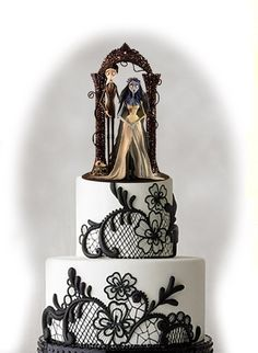 I love the cake details! Corpse bride topers