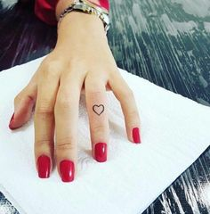 Small heart tattoo designs for women. The most popular small heart tattoo ideas for girls. Mini Tattoos, Rose Tattoos, Body Art Tattoos, Small Tattoos, Tatoos, Finger Tattoo Herz, Heart Tattoo On Finger, Finger Tattoos, Meaningful Wrist Tattoos