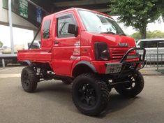 It appeared with a window to the extra cabin! Mini Trucks, 4x4 Trucks, Cool Trucks, Mini 4x4, Suzuki Carry, Kei Car, Bike Engine, Offroader, Cool Vans