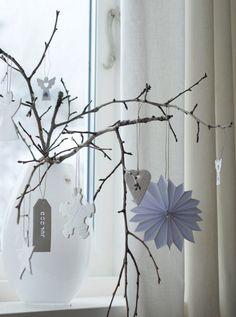 déco-Noël-faire-soi-même-appui-fenêtre-branche-vase-pendentifs-papier.jpg (750×1009)