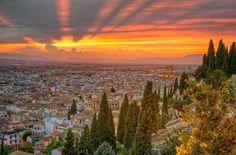 Otro espectacular atardecer desde la preciosa Granada, ¡no sabemos con cuál quedarnos! #atardecer #sunset #granada #andalucía #españa #europa #viajar #viajes #turismo #travel #trip #vega #ocio