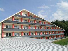 Slnečné kolektory z THERMO|SOLARU môžu byť aj atypické a na balkónoch Naozajstní profesionáli nájdu individuálne riešenie pre slnečné kolektory  Nie je umenie nainštalovať sériovo vyrábané zariadenia na využívanie Obnoviteľných zdrojov energie (OZE), napríklad slnečné kolektory, na ideálne plochy. Garage Doors, Outdoor Decor, Home Decor, Decoration Home, Room Decor, Home Interior Design, Carriage Doors, Home Decoration, Interior Design